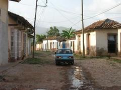 Trinidad de Cuba (Emiliano Tanchi) Tags: auto cuba unesco trinidad carro depoca caribe caraibi artigianato