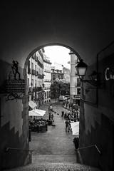 Arco de Cuchilleros (pinhead1769) Tags: madrid summer espaa blancoynegro cup blackwhite calle spain restaurante relaxing agosto verano plazamayor arco calor cuevas cuchilleros luscandelas