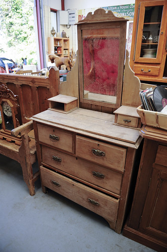 Old Pitch Pine 2+2 Chest Of Drawers With Ornate Top U20ac 150