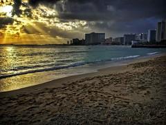 Drama Queen (jcc55883) Tags: queenssurf kapiolanibeachpark sunset sky clouds kapahulugroin shoreline waikiki waikikibeach ocean pacificocean sand ipad ipadair hawaii oahu honolulu