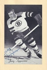 1944-63 NHL Beehive Hockey Photo / Group II - JERRY TOPPAZZINI (Right Wing) (b. 29 Jul 1931 - d. 21 Apr 2012 at age 80) - Autographed Hockey Card (Boston Bruins) (#71) (Baseball Autographs Football Coins) Tags: hockey beehive 1934 1967 19341967 groupi groupii groupiii woodgrain torontomapleleafs bostonbruins newyorkrangers montrealcanadiens chicagoblackhawks detroitredwings montrealmaroons newyorkamericans card photos hockeycards brooklynamericans jerrytoppazzini rightwing