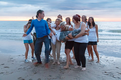 De Bende van Lynn (Dennis Bevers) Tags: girls friends people beach fun blurry belgium group lynn barefoot be tanktop shorts oostende bacheloretteparty flanders lifting lifted flowercrown photobomb wimservaes