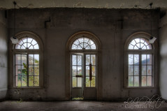PZ - Dirty Windows (LeiV Photo) Tags: abandoned nikon decay exploring places forgotten deserted hdr pz leegstand verlaten forgottenglory leivphoto nikonplaces