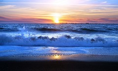 Ocean and the Setting Sun (Darrell Wyatt) Tags: sunset reflection pacific wave