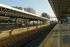Sentido Oriente (Tiago Alves Miranda) Tags: portugal station track lisboa lisbon platform railway via estao plataforma linha bpr poodobispo caminhodeferro braodeprata linhadonorte tiagoalvesmiranda