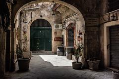 Courtyard in Ortygia (Chris Bertram) Tags: italy holiday europe mediterranean courtyard syracuse sicily sicilia siracusa ortygia 2014 fujix100s