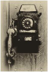 Relikt (ustrassmann) Tags: essen nrw telefon ruhrgebiet zeche zechezollverein weltkulturerbe wählscheibe relikt telefonmitwählscheibe