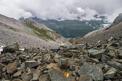 Abstieg vom Grampielpass (Joachim S.) Tags: trekking switzerland wolken steine valais markierung binn