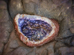 Gems hide under any rock (Tanozzo) Tags: amethyst quartz gems gemas minasdewanda marceloromeophotography canonpowershotg15 quarzoamatista