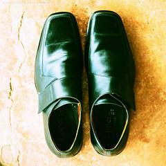 รองเท้าหนังหุ้มส้นของธาร ยุทธชัยบดินทร์
