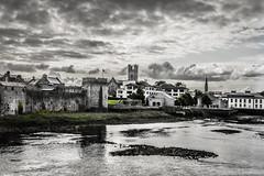 King John's Castle along the River Shannon Limerick Ireland (mbell1975) Tags: ireland irish castle berg river europe king fort eu irland eire na shannon fortress along johns limerick burg irlanda irlande festung ire poblacht airlann hireann