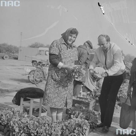 Targowisko w Szydłowcu, lata 80-te XX wieku (NAC)