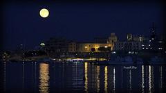 ... mille e Luna notte (FranK.Dip) Tags: desktop wallpaper italy moon italia nuvole luna porto cielo duomo salento puglia brindisi sfondo sfondi frankdip