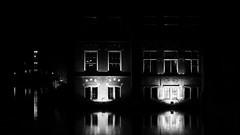 © Inge Hoogendoorn (ingehoogendoorn) Tags: denhaag thehague hofvijver buitenhof binnenhof eerstekamer night nightphotography nightlight citylights city dutchcity dark black blackandwhite blacknwhite earlymorning