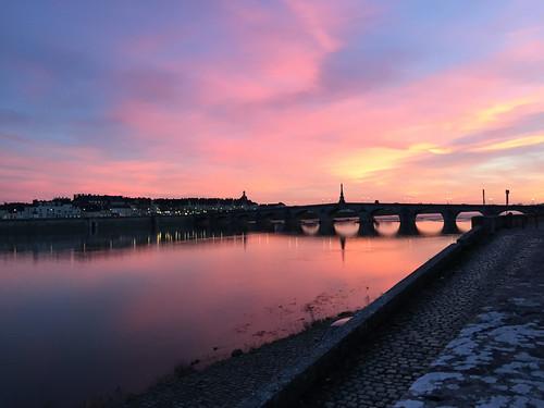 Coucher de soleil sur les rives de la Loire à Blois