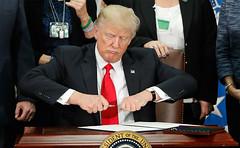 "Rechazan demócratas recortar gastos para para financiar muro de Trump (conectaabogados) Tags: demócratas financiar gastos muro"" para rechazan recortar trump"