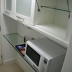 Na cozinha, forno micro-ondas para opções rápidas