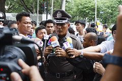20140629-coup day 38-2 (Sora_Wong69) Tags: thailand bangkok protest police politic antius coupdetat usembassy martiallaw อำนวย supportcoup อำนวยนิ่มมโน นิ่มมโน