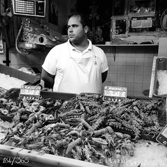 184/365. Mercado de Sanlcar de Barrameda (Manolo Marcelo) Tags: portrait people blackandwhite bw black blancoynegro blackwhite andaluca market bn personas retratos mercado iphone callejera iphone5