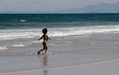 (juangasparin.macedo) Tags: sol beach children mar retrato natureza vero criana litoral oceano flickrandroidapp:filter=none