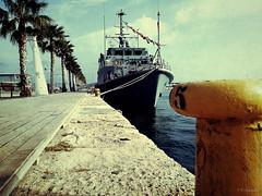 EyeIphone Pearl Harbor (http://candelaphotographer.wordpress.com/) Tags: puerto mar minas barco grunge armada alicante caza marinero noray