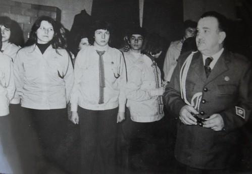 dyrektor Jan Ziółek z harcerzami