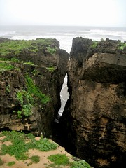 Nagoa Beach, Diu (bodythongs) Tags: sea sky cliff plants mer india green beach nature grass stone sandstone rocks meer indian union rocky erosion rough arabian daman isle falaise plage indien seas rochers inde territory diu laterite nagoa bodythongs