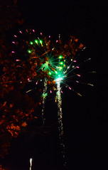 Fireworks V (Diego Pelez Mateos) Tags: madrid light espaa color luz night dark noche spain nikon fireworks fuegosartificiales oscuridad plvora fuenlabrada fiestasdefuenlabrada