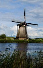 Windmills, Netherlands (Una Cereza Perdida) Tags: holland water netherlands windmill beautiful amsterdam nice agua wind bonito windmills viento canals molino holanda waterland canales aspas