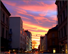 Even the sky tributed you (Marie Helèn) Tags: sunset oslo norway street sky pinksky amazingsunset citylife cityscape