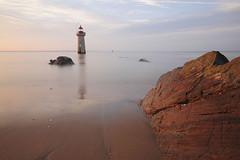 Phare de Villès Martin (Philippe POUVREAU) Tags: lighthouse beach sunrise plage phare saintnazaire 2014 estuaire loireatlantique océanatlantique canon550d villesmartin villèsmartin villeèsmartin