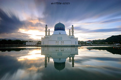 """Reflection Of Likas Mosque,Sabah"" (tuan azizi) Tags: trip cloud reflection tourism sunrise place muslim islam mosque calm lee malaysia kotakinabalu tranquil kk solat shalat masjidbandaraya masjidlikas"