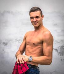Schwarzenegger Fan (E-klasse2010) Tags: white man building muscles wall pose fan body muscle watch schwarzenegger young wash
