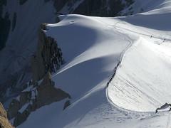 Chamonix, massif du Mont-Blanc, dpart en valle Blanche (Ytierny) Tags: france horizontal glacier neige midi chamonix crevasse montblanc alpinisme ondulation randonne hautesavoie valleblanche aiguille et srac corde massifdumontblanc hautemontagne alpesdunord ytierny