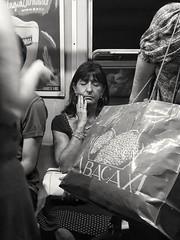Abstracciones de hora pico en Linea D. (Leonardo Alpuin Photography) Tags: street metro subte linead buenosaires blackandwhite monochrome monocromo greyscale leonardoalpuin samsungs4 s4 cellphoto streetphoto woman abstraction