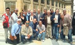 Incontro con vecchi amici e frequentatori della Galleria Umberto Primo (gennaro49.daria) Tags: panorama napoli palazzoreale piazzadelplebiscito galleriaumberto gennarodaria