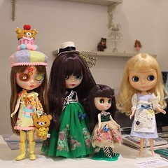 Another one with the anniversary dolls and @blytheinjapan 's skate date. #blythedoll #regina #margherita