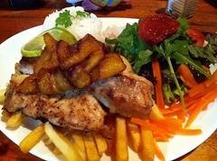 """Un autre poisson grillé avec ses bananes caramélisées. Faut se faire plaisir quand même. • <a style=""""font-size:0.8em;"""" href=""""http://www.flickr.com/photos/113766675@N07/14421334881/"""" target=""""_blank"""">View on Flickr</a>"""