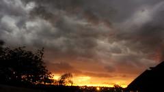 nascer do sol com nuvens de chuva em Araras SP (Arary-Guera) Tags: cidade de interior sopaulo chuva sp paulista araras nascerdosol interiordesp estadodesp