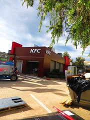KFC - Modbury Facelift (RS 1990) Tags: new building triangle july signage kfc works adelaide makeover renovation southaustralia refurbishment 2014 facelift repainting modbury teatreegully northeastrd