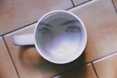 """""""Deseo; mire donde mire, te veo."""" (amanda.britos) Tags: cup girl face look canon photography eyes greeneyes memory experimentalphotography vsco"""