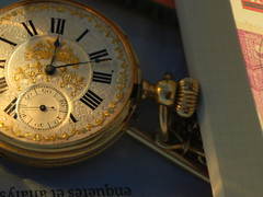 Me guardo tu recuerdo como mi mejor secreto. (Lucia Cortés Tarragó) Tags: white black love clock golden shine time mallorca baleares oportunidad
