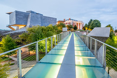 Glass Pedestrian Bridge and Hunter Museum at Sunset (createthisphoto) Tags: bridge sunset art chattanooga glass skyline museum night evening twilight long exposure downtown footbridge dusk tennessee overpass pedestrian hunter 24mm tilt pce d810