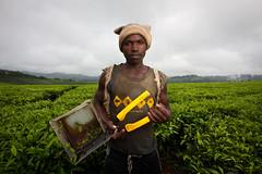 IMG_6954 - Tea picker (Stuart Butler / Oceansurf) Tags: africa rural countryside scenery tea villages jungle uganda teapickers kibaleforestnationalpark