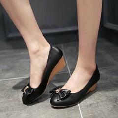 รองเท้าส้นเตารีด แฟชั่นเกาหลีน่ารักสบายเท้าอินเทรนด์ใหม่ นำเข้าไซส์34ถึง42 - พรีออเดอร์RB2282 ราคา1350บาท รุ่นใหม่ใส่สบายเท้าความสูงกำลังดีเดินง่าย เป็นแบบรองเท้าผู้หญิงรุ่นใหม่สวยอินเทรนด์ด้วยการเล่นรูปโบว์น่ารักแต่งริ้นทอง3เส้น จะใส่เป็นรองเท้าทำงาน รอง