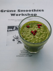 "grüner Smoothie • <a style=""font-size:0.8em;"" href=""http://www.flickr.com/photos/58574596@N06/14581206810/"" target=""_blank"">View on Flickr</a>"