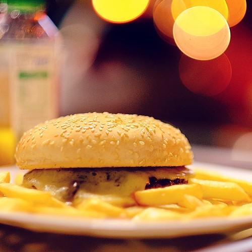 Eeeee... Hambúrguer. #maraviyozo