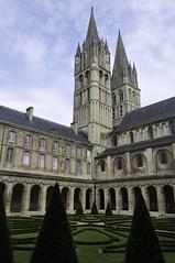 Abbaye aux Hommes - Caen, Normandy (Lsnoeren88) Tags: light france church abbey garden nikon churches normandie frankrijk nikkor normandy caen abbaye normandi d5000 nikond5000
