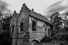 Contrast house (Il_naso) Tags: old house holland home clouds casa ancient utrecht nuvole antica nostalgia olanda dwelling vecchia mattoni dimora homesickness netherlad