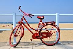 Scheveningen (FaceMePLS) Tags: beach bike bicycle strand boulevard scheveningen nederland thenetherlands streetphotography noordzee zee denhaag northsea fiets tweewieler straatfotografie badplaats facemepls nikond300